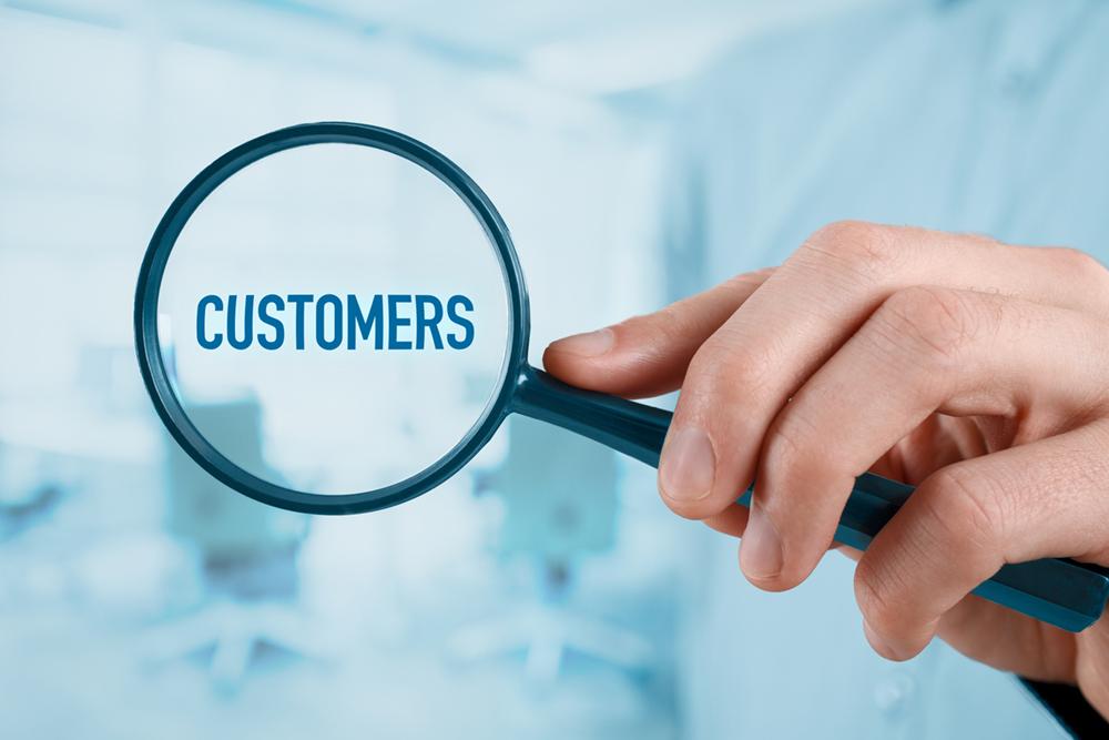 hyper-personalization-customers-dreamstime
